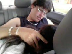 Garota safada fazendo um sexo oral dentro do carro