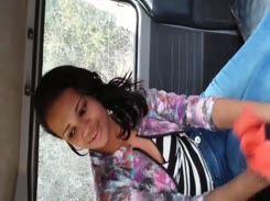 Novinha safada chupando um cacete escondida no carro