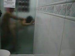 Casada safada dando sua buceta no banheiro do motel