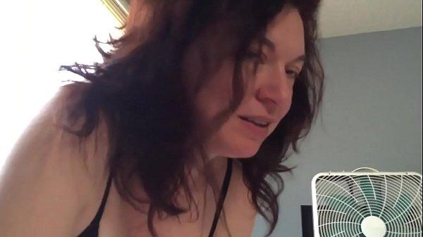 Coroa sem vergonha fazendo sexo oral em seu genro
