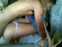 Trepadeira fazendo sexo gostoso no buteco