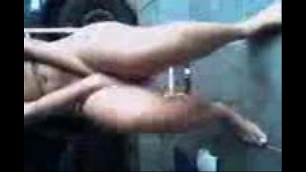 Putinha mostrando sua buceta gozada