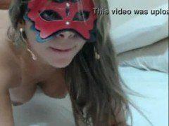 Loirona boazuda dando na webcam