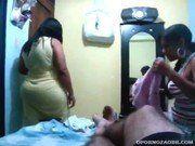 Metedor fudendo sua cunhada na frente da esposa