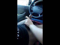 Casada gostosa punhetando seu amante no carro