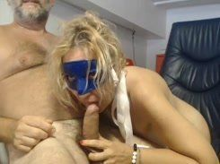 Coroa safada fazendo uma putaria na webcam