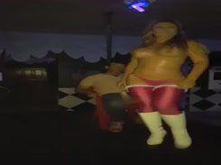 Loira gostosa fazendo um showzinho na depedida de solteiro
