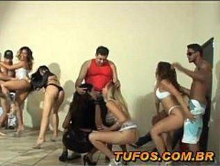 Festinha amadora cheia de mulheres gostosas