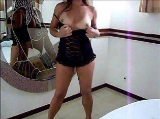 Marido filmando sua esposa gostosa se mostrando no motel