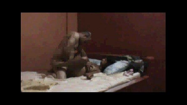 Safada amadora pedindo uma rola grossa em seu cuzinho apertado