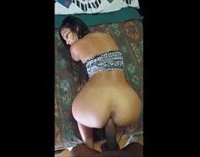 Morena gostosa rebolando na pica grande do seu vizinho