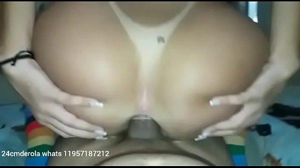 Mulher gostosa sentando na pica dando o cu