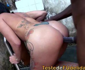 Brasileira gostosa fodendo no porno amador